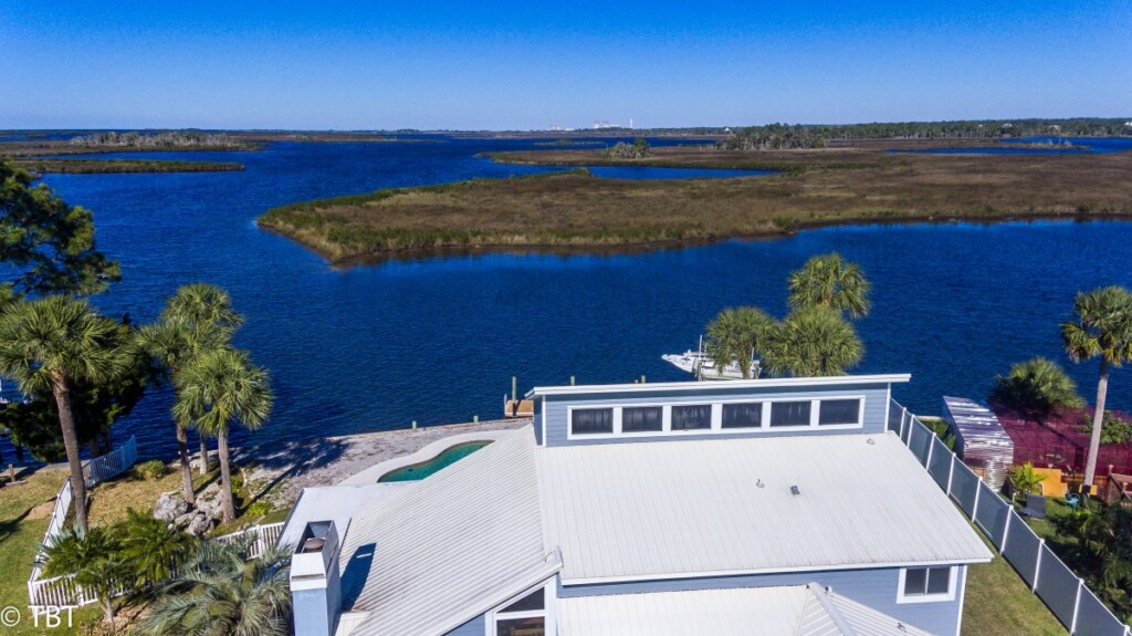 Aerial of home on Dixie Bay in Crystal River Florida